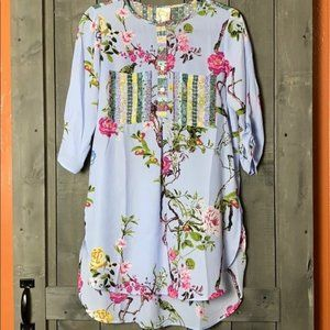 Fig and Flower Buttoned Round Neck 3/4 Top Sz S
